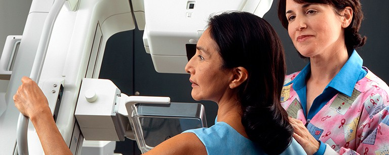 Woman_receives_mammogram_(1)
