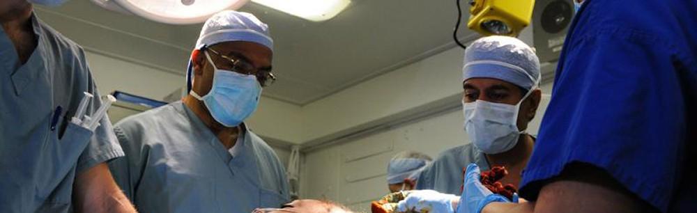 doctors-operating